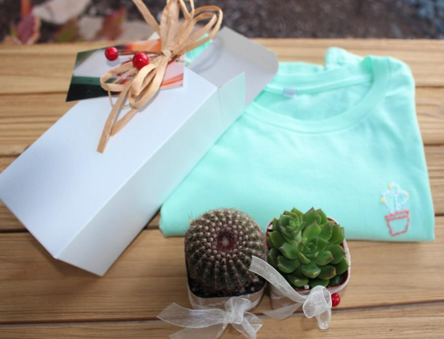 Свадьба - Hand Embroider T Shirt plus 2 Gift Potted Cactus, Holiday Gift, T Shirt Super Deal