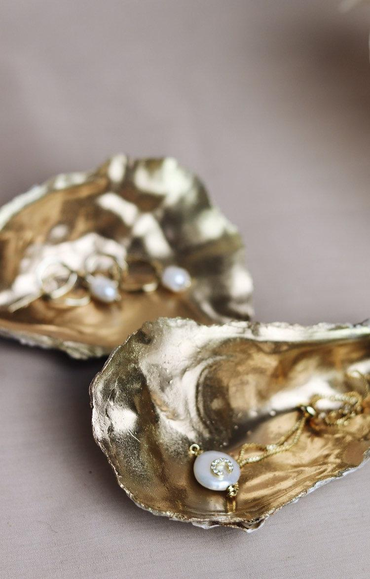 Свадьба - Gold Painted Large Oyster Shell Table Decorations