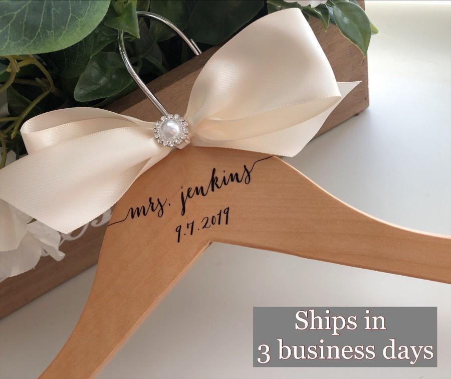 زفاف - Wedding hanger, Personalized Wedding hanger, custom wire hanger, bridal hanger, bride gift,  custom hanger, Bride gift, bridesmaid hanger