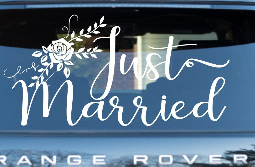 Hochzeit - Wedding Car decal / Car Decal / Just Married Car decal / Wedding Getaway Car Decal / Just Married Banner *professional applicator included