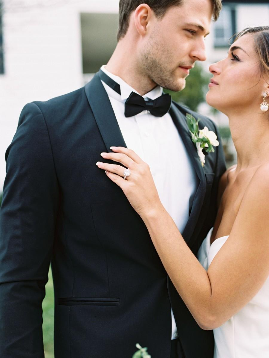 Wedding - Men's 2-Piece Slim Fit  Tuxedo (Shawl Lapel) perfect for Weddings, Grooms, Groomsmen, Prom, and Formal Occasions