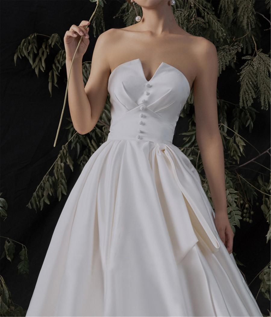 Wedding - Vintage Wedding Dress Ivory Satin Bow Bridal Dress Strapless A Line Bridal Dress V Neck Backless Bridal Gown Cathedral Train Evening Dress