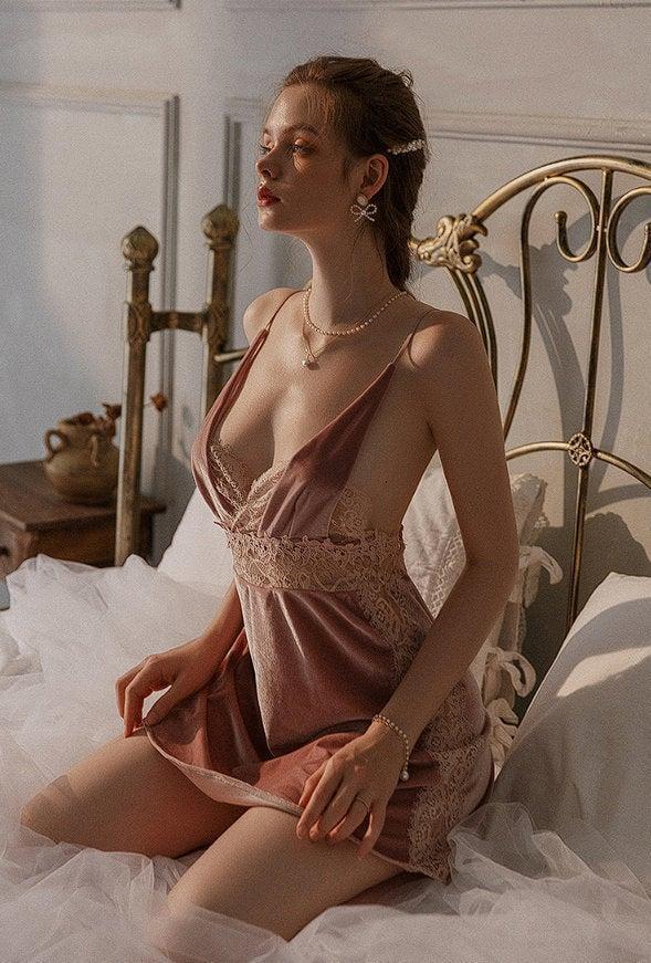 Mariage - Deep V Neck Velvet Backless Nightdress and Lace Patchwork Babydoll Nightdress Fetishwear Free Shipping