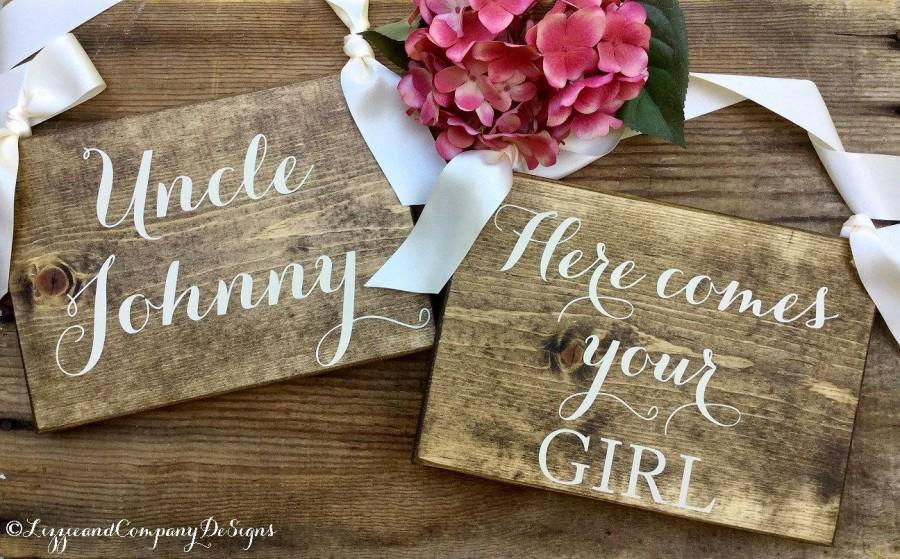 Mariage - Two Ring Bearer Signs, Here Comes Your Girl, Here Comes the Bride, Sweetheart Signs, Wedding Signs, Rustic Wedding, Twin Signs, Flower Girl