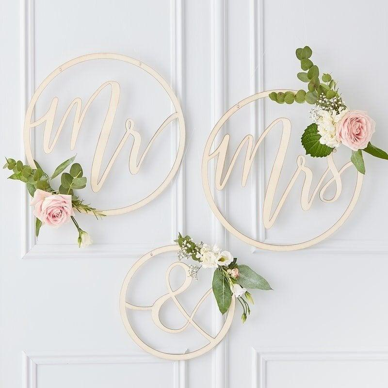 Свадьба - Wooden Hoop Wreath Mr & Mrs, Mr and Mrs Signs, Wooden Wedding Decorations, Rustic Wedding Decor, Wedding Decoration Hoops, Chair Signs