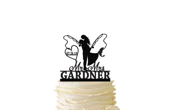 Mariage - Groom Lifting Bride - Fishing Poles With Date or Initials and Last Name  - Standard Acrylic - Wedding - Fishing Cake Topper - 120