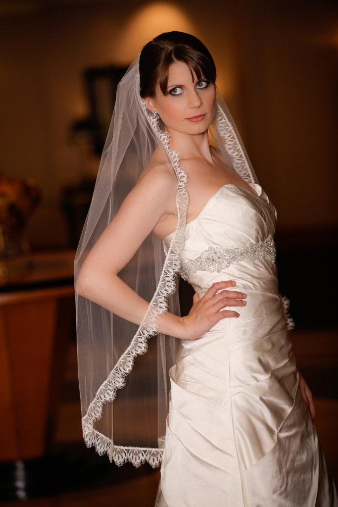 Hochzeit - Wedding Veil Mantilla / Lace edge veil Zoe