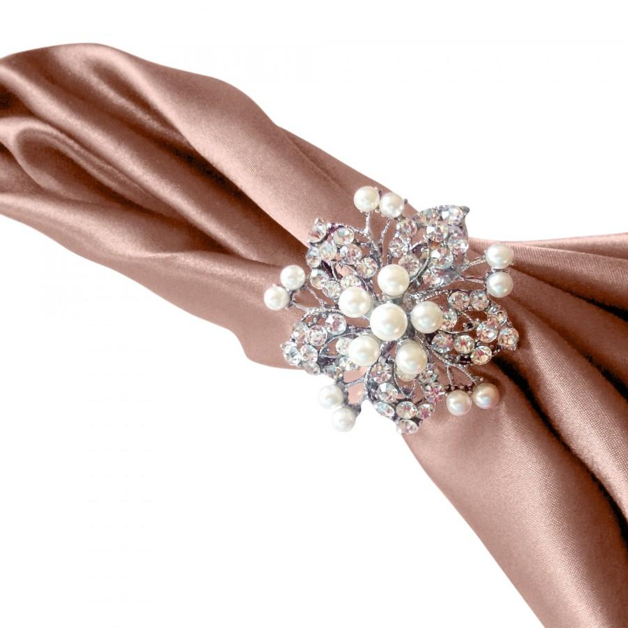 Свадьба - SALE Large Rhinestone Crystal Silver Pearl NAPKIN Rings Holder for Weddings Special Occasion Brooches Holiday Table Decoration
