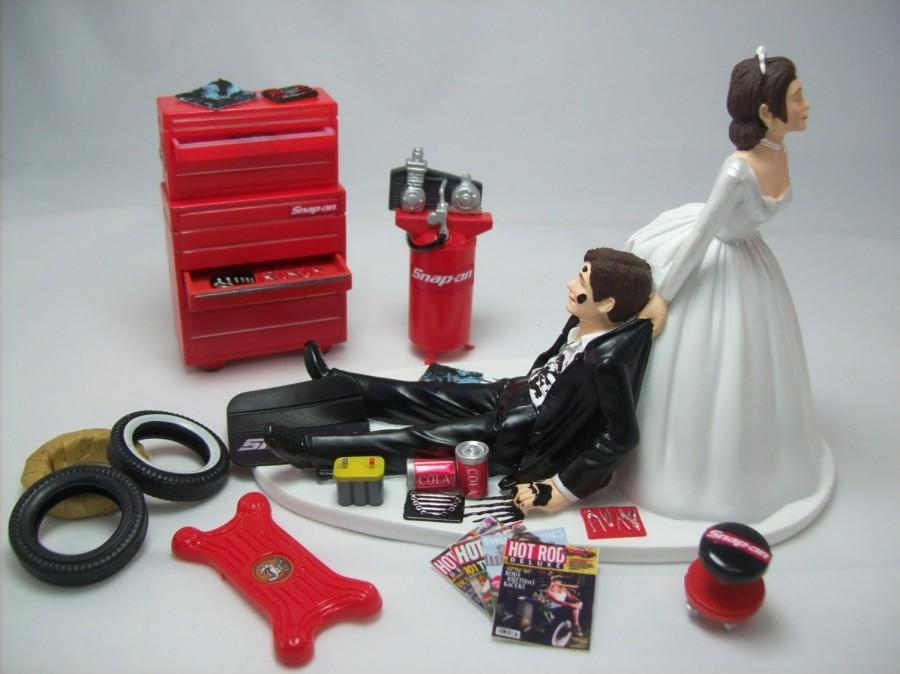 Mariage - Funny Wedding Cake Topper for Mechanics AUTO MECHANIC Snap-On Awesome Groom's Perfect Humorous Rehearsal Dinner Grease Monkey Brown Hair