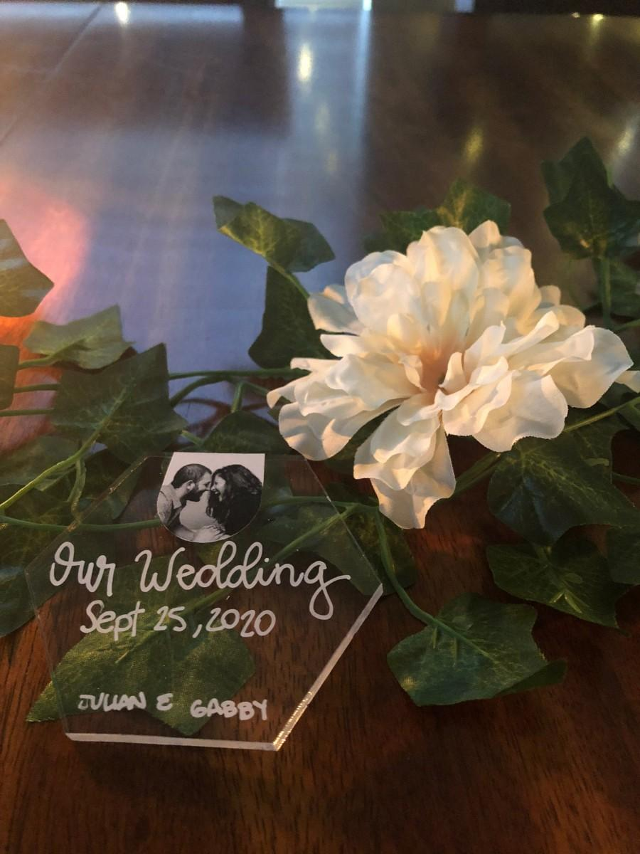 Mariage - Hexagon Hand Lettered Wedding Place Cards - Wedding Favors - Acrylic Pieces