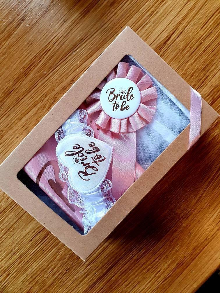Mariage - Bride box / gift for bride / hens night / wedding/ batchlorette party / veil  / sash /