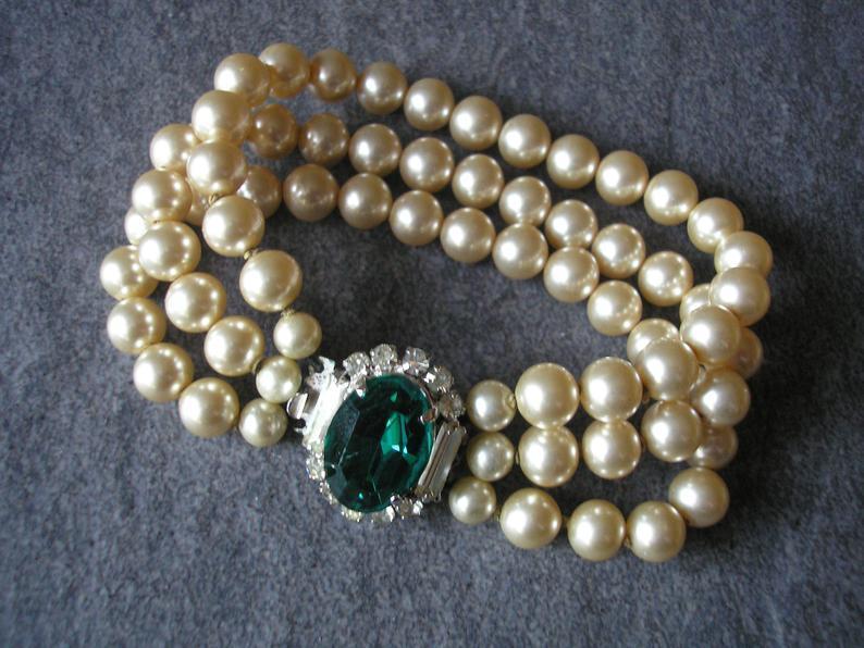 Wedding - Pearl And Emerald Bracelet, Vintage 3 Strand Pearl Bracelet, Cream Pearl Cuff, Emerald Bridal Bracelet, 1950s Jewellery, Vintage Wedding