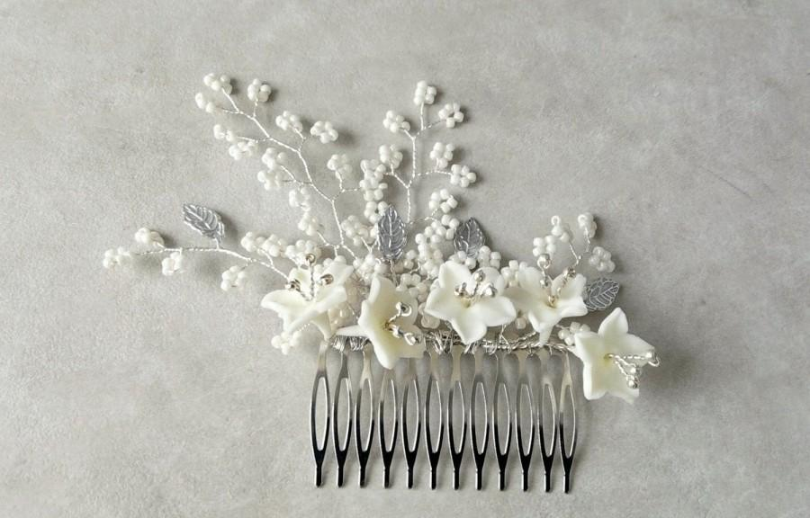 Wedding - Floral bridal ivory comb, Wedding flower comb, Whimsical bridal hairpiece, Bridal hair adornment, Wedding hair accessory, Hair bridal brooch