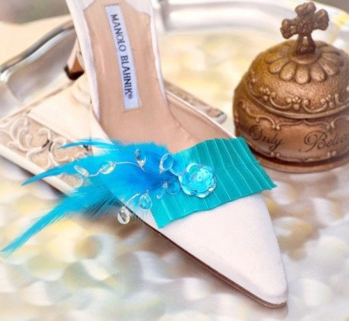 Свадьба - Shoe Clips Turquoise / Black / Ivory / Pink. Bold Style Couture Ruffle, Fashionista Wedding. Sophisticated Chic Bride, Satin Ribbon Crystals