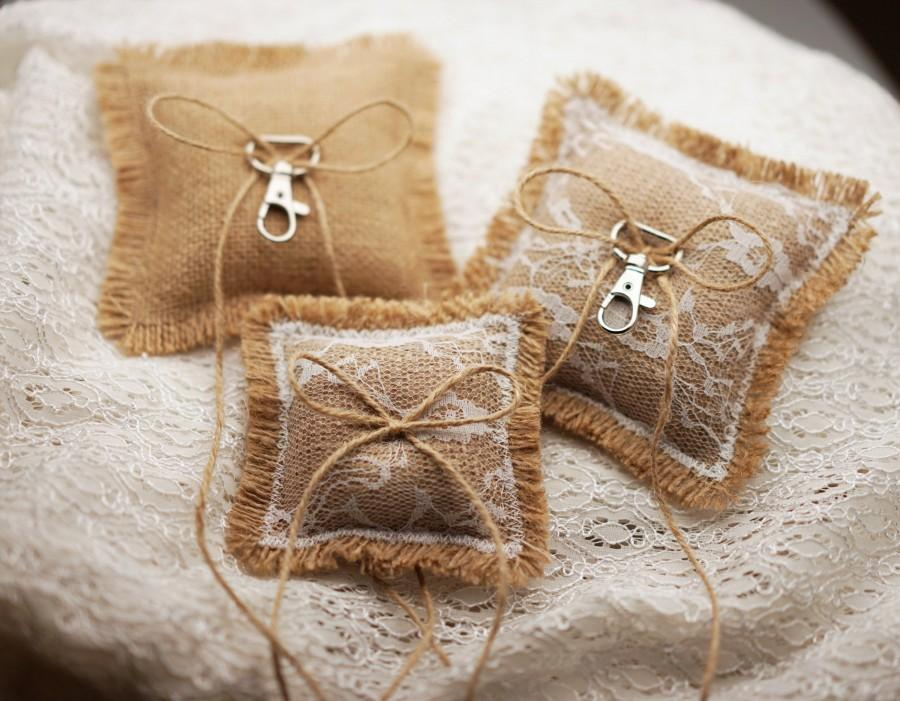 Mariage - Burlap and/or Lace dog ring pillow, burlap ring bearer pillow, rustic wedding dog ring pillow, flower girl ring holder with clasp