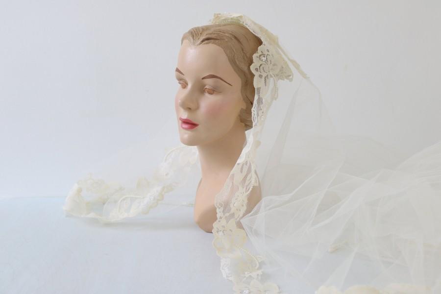Wedding - Vintage Wedding Veil Headpiece Lace 1960s Cream