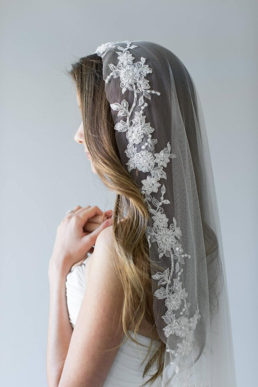 Mariage - Mantilla Veil, Modern Veil, Embroidered Veil, Modern Mantilla Veil, Lace Mantilla Veil, Ivory Veil, Silver Lace Veil, Lace Circle Veil HOLLY
