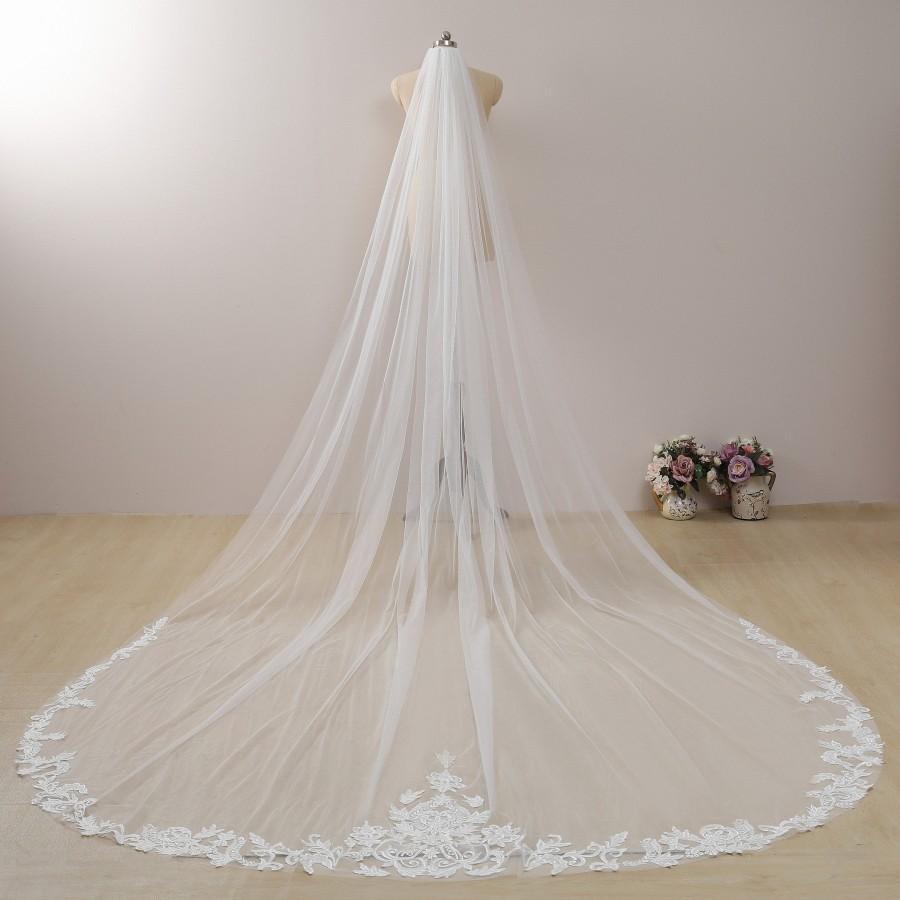 Mariage - Vintage Flowery Veil Sequin Bridal Cathedral Veil Ivory Wedding Veil Leaf Lace Veil Floral Lace Chapel Veil with Comb Boho Bridal Veil Long