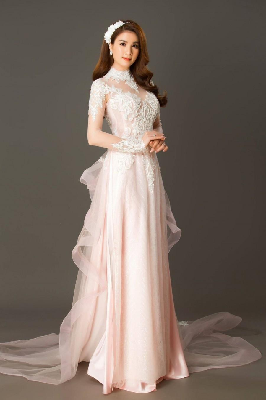 Mariage - Light Pink Custom Tailored Lace Wedding Ao Dai, Traditional Vietnamese Raglan Dress for Bride Made to Order