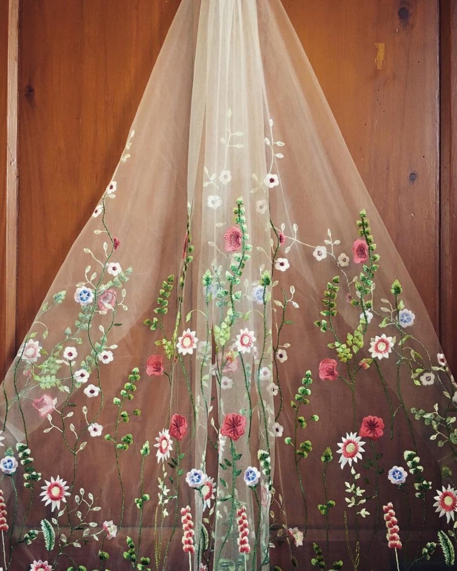 زفاف - IRIS - Floral veil. Flower embroidered, secret garden bohemian wedding veil 'Iris'. Flower veil. Embroider veil.