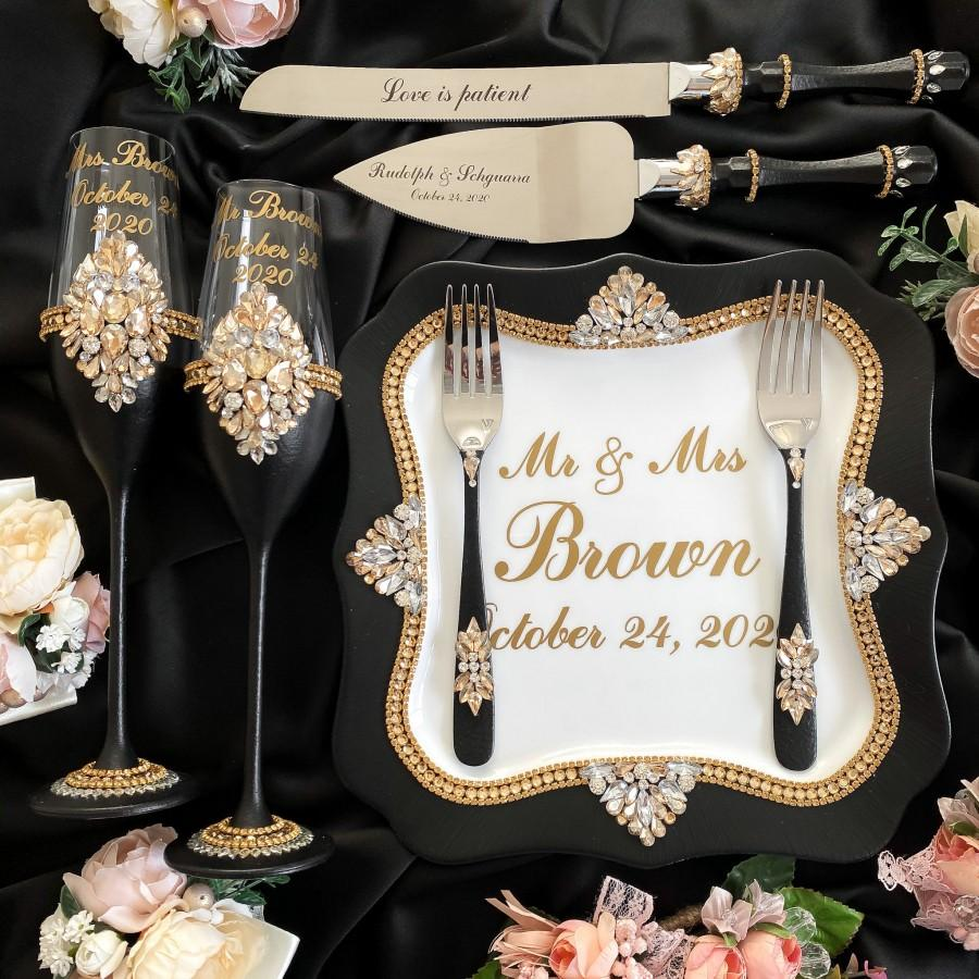 Hochzeit - black gold wedding glasses, black  gold cake cutting set, Wedding toasting flutes Wedding serving set