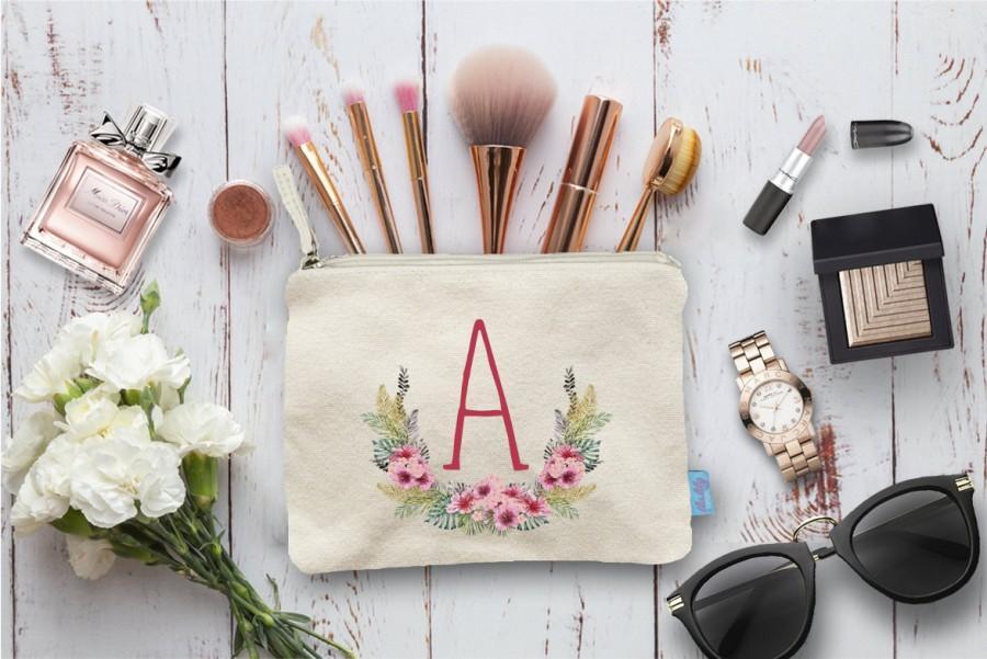زفاف - Floral Initial Laurel Wreath, Wedding Day Makeup Bag, Wedding Party Cosmetic Bag, Bridesmaid Makeup Pouch, Wedding Party Gift, Pouch