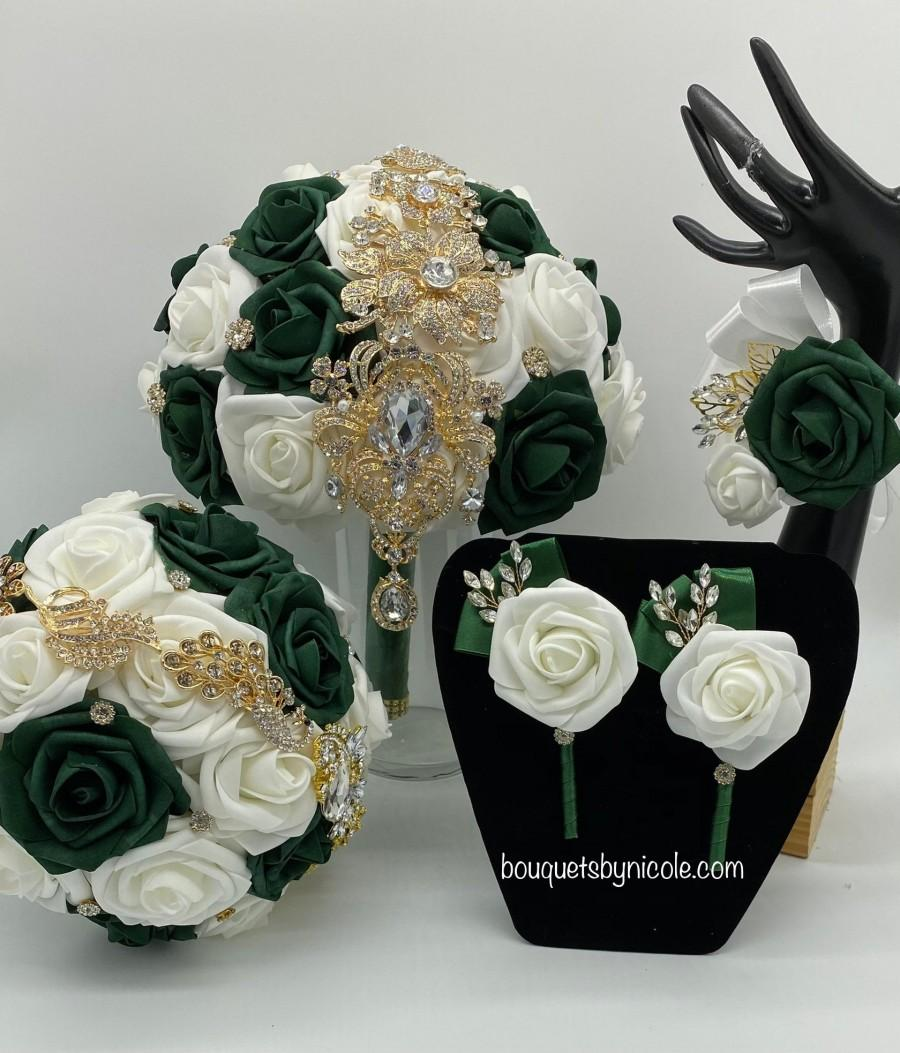 Hochzeit - Made to Order Emerald Green l Ivory l Real Touch Rose Brooch Bridal Bouquet l Bridesmaids l Wedding Flowers l Quinceanera