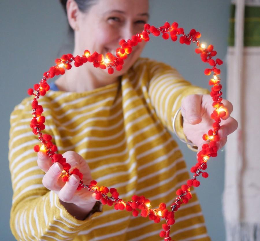 Hochzeit - Pom pom fairy light heart decoration
