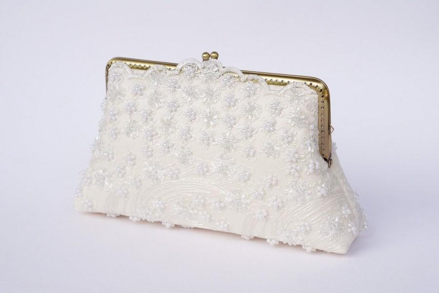 Hochzeit - Ivory Lace Evening Clutch / Vintage Inspired / Wedding Purse / Bridal Clutch / Bridesmaid Clutch