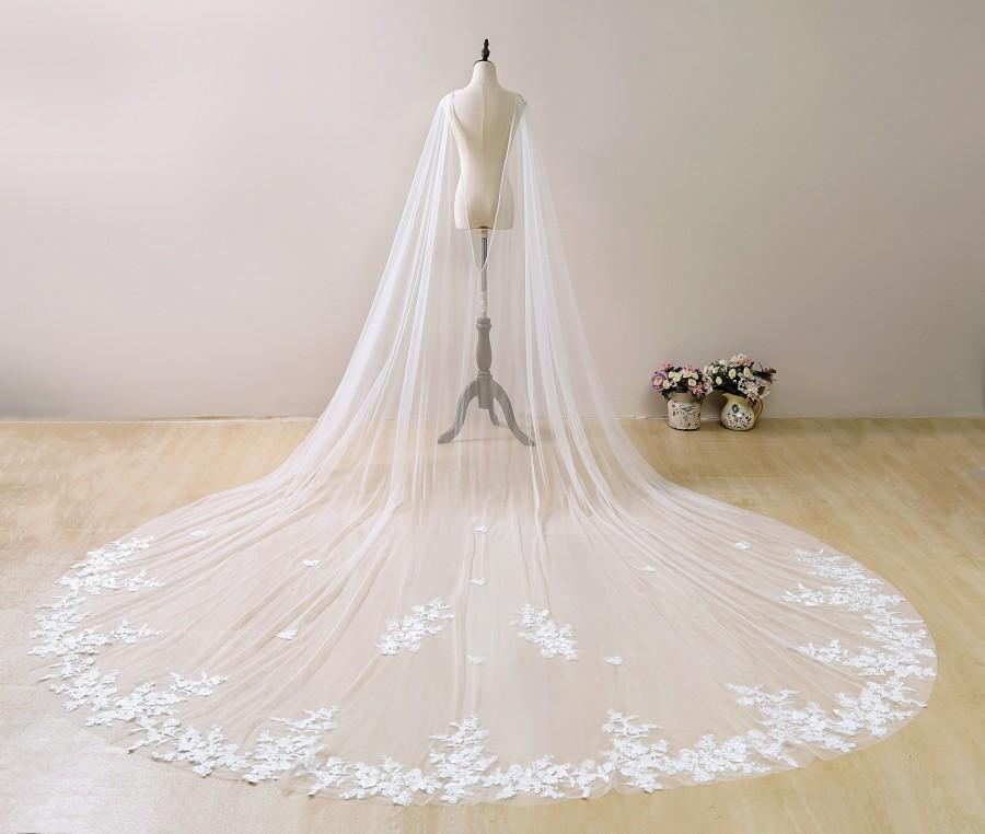 Mariage - Ivory Wedding Cape Veil, Lace Bridal Capelet, Cathedral Floral Veil, Lace Chapel Wedding Veil, Flower Wedding Veil, Bridal Veils Cathedral