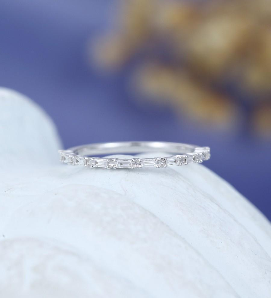 زفاف - Solid 14K white gold wedding band women Unique Baguette diamond wedding band vintage stacking ring matching Half eternity anniversary Gift