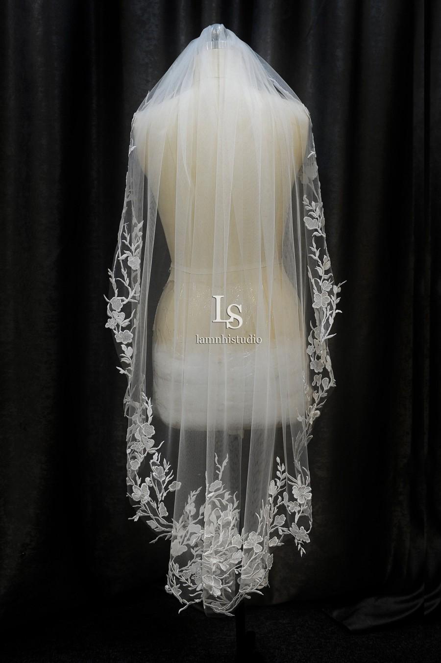 Hochzeit - LS123/lace fingertip veil /bridal lace veil/bridal veil/ 1 tier veil/ fingertip veil / custom veil