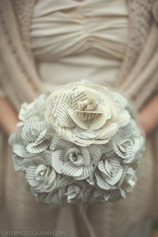 Hochzeit - Bride's bouquet with paper roses
