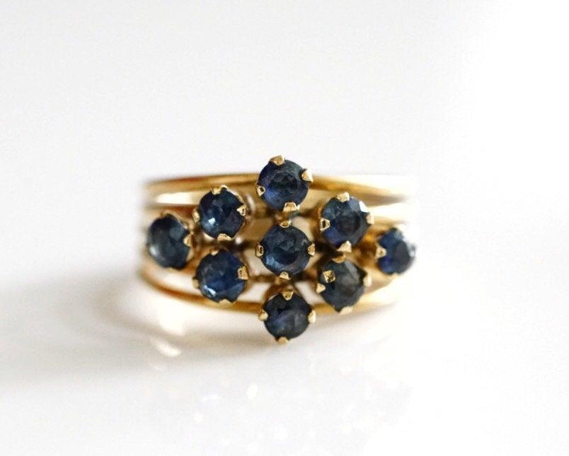 زفاف - Circa 1950s Retro-Vintage Sapphire & Yellow Gold Ring, Stackable Appearance *Unique Design* ATL #411