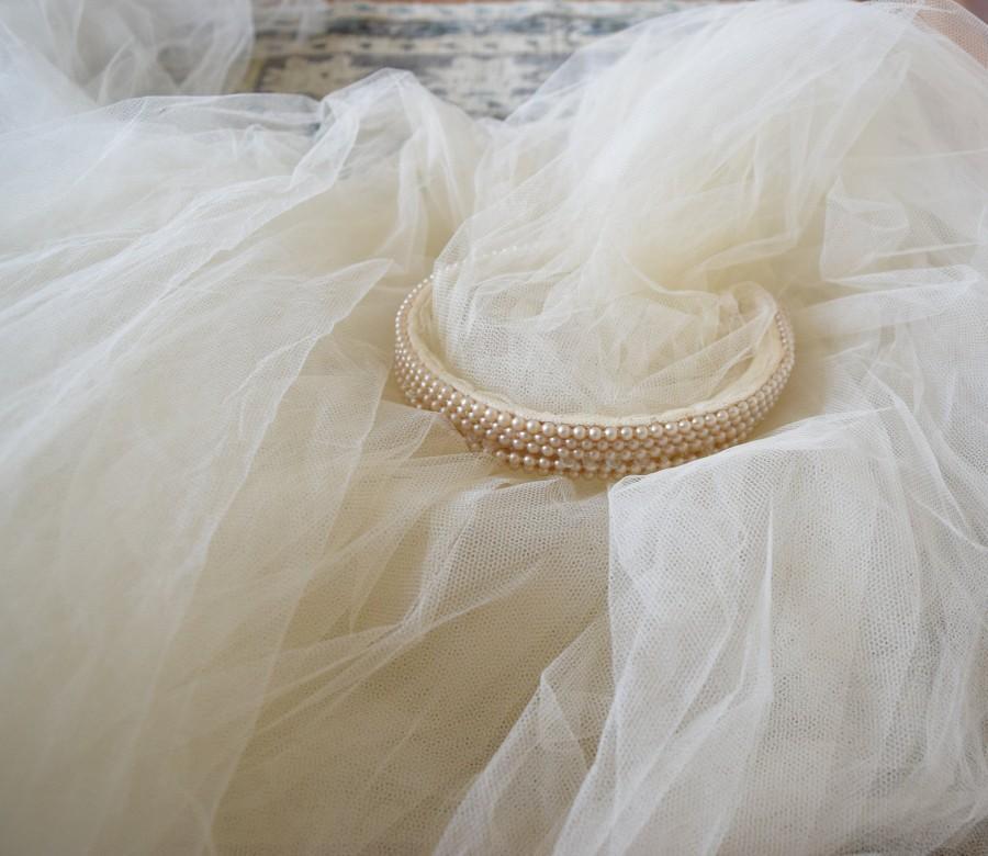 Mariage - Vintage wedding veil 1930's ivory tulle veil & pearl headpiece / antique heirloom / romantic wedding styling prop