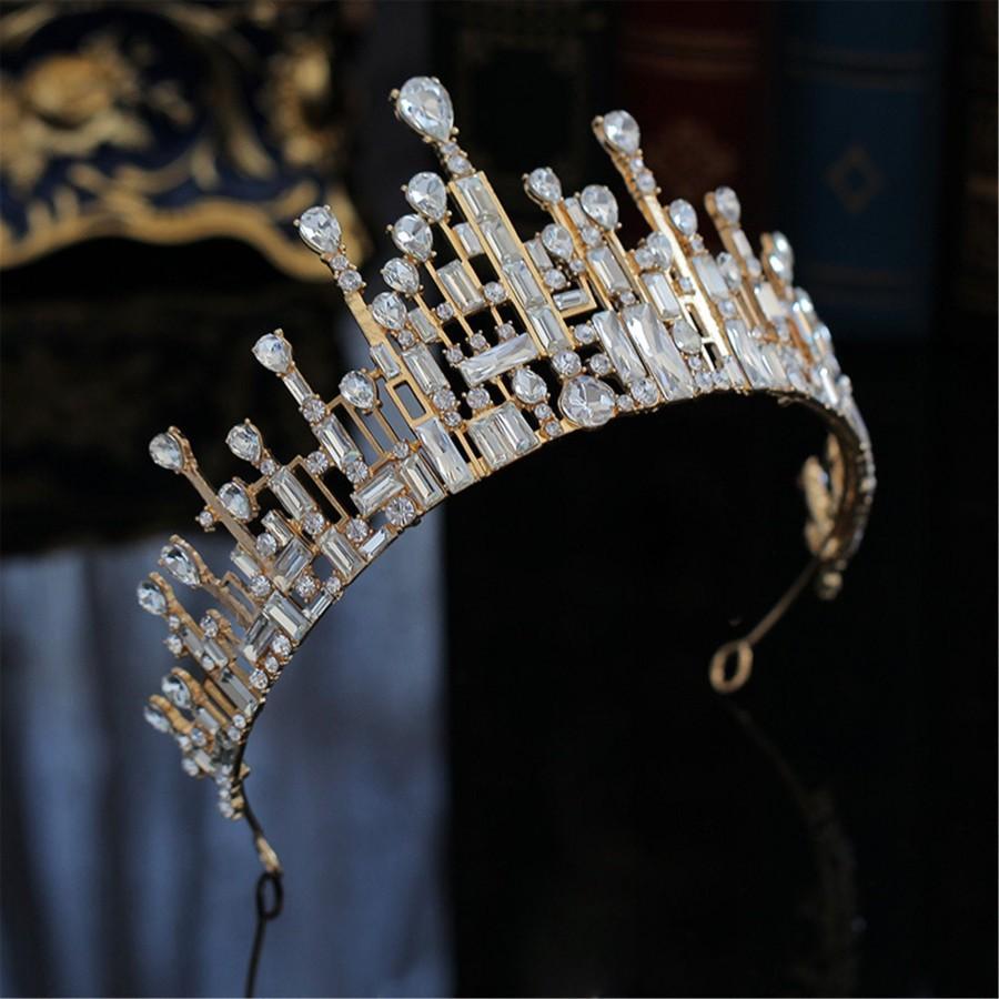 Hochzeit - Super Fashion Gold Wedding Crown Geometric Shape Bridal Crown Special Morden Crystal Photo Shoot Crown Crtsyal Girls Birthday Crown Gift