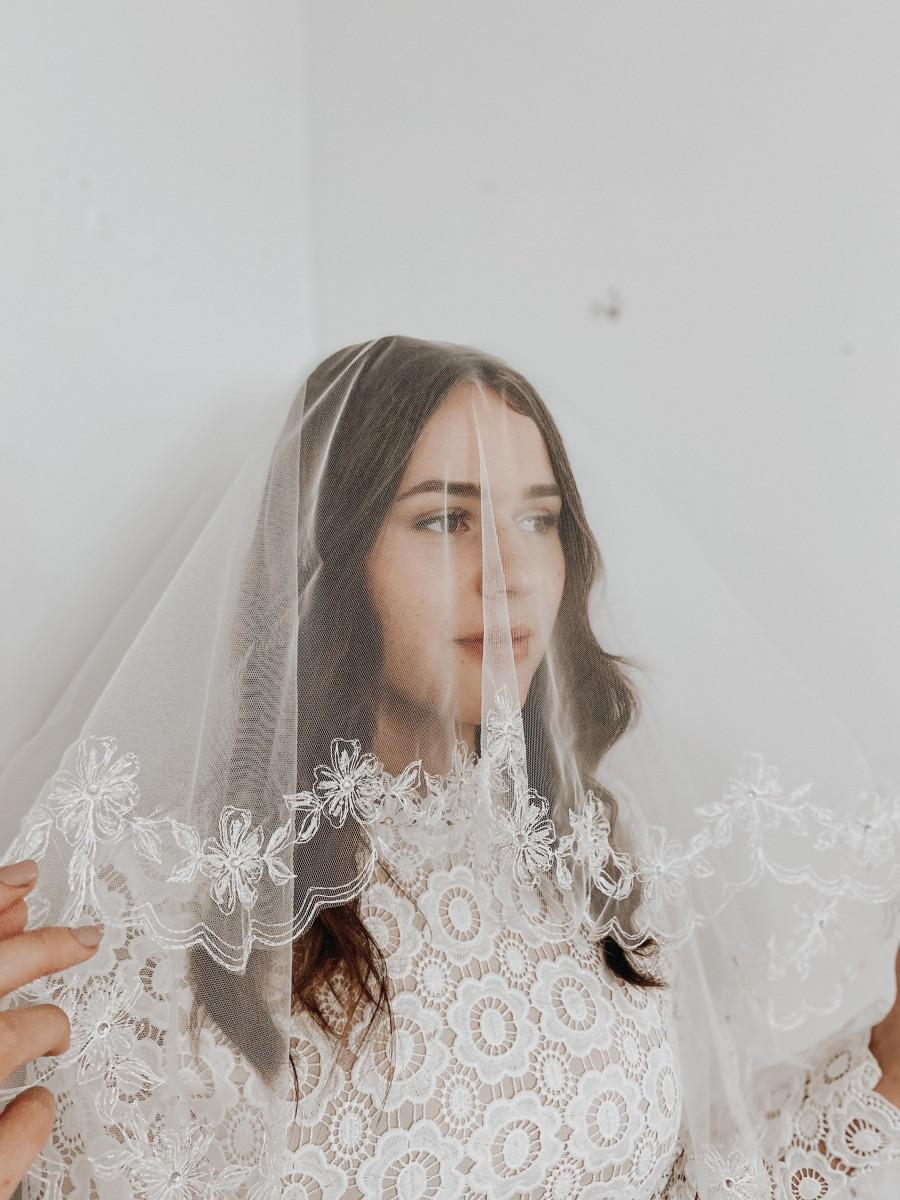 Mariage - Elegant embroidered and beaded veil, fingertip  waltz length veil, ivory bridal veil, handmade veil, bridal shower veil, drop veil style