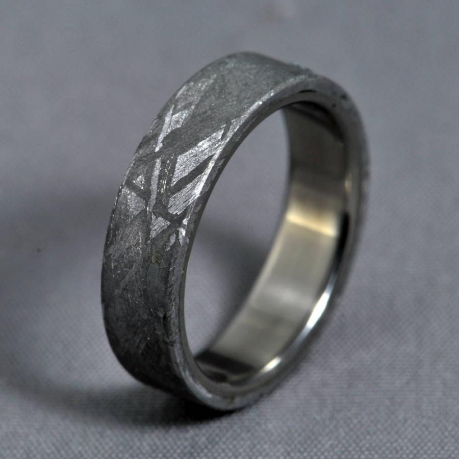 Hochzeit - Gibeon meteorite ring, Meteorite, titanium wedding ring, engagement ring