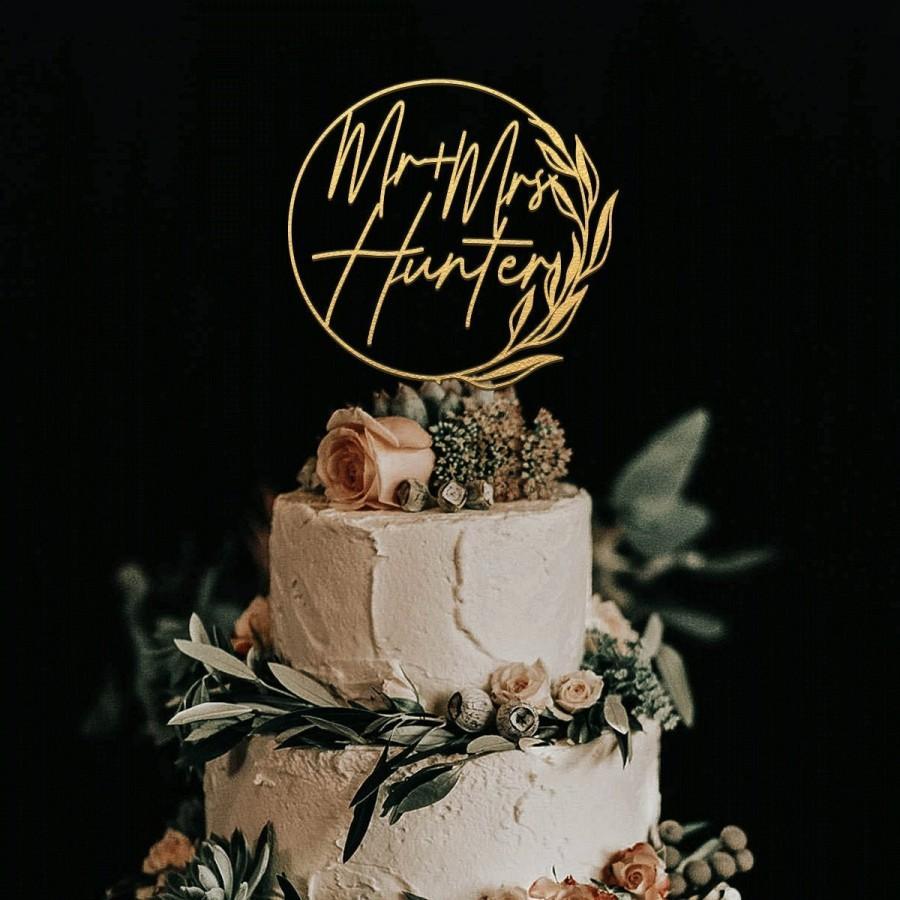 Hochzeit - Gold wedding cake topper, Wedding cake topper, Custom cake topper, Mr and Mrs cake topper, Cake toppers,Personalized wreath cake topper
