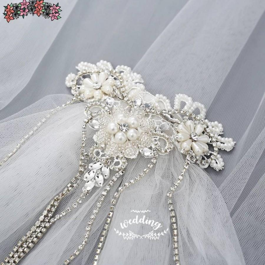 Mariage - White Wedding Veil with Pearl  Headpiece-White Bridal Veil-White Veil-Brides pearl Veil-Wedding Veil with comb-White Veils for Brides.