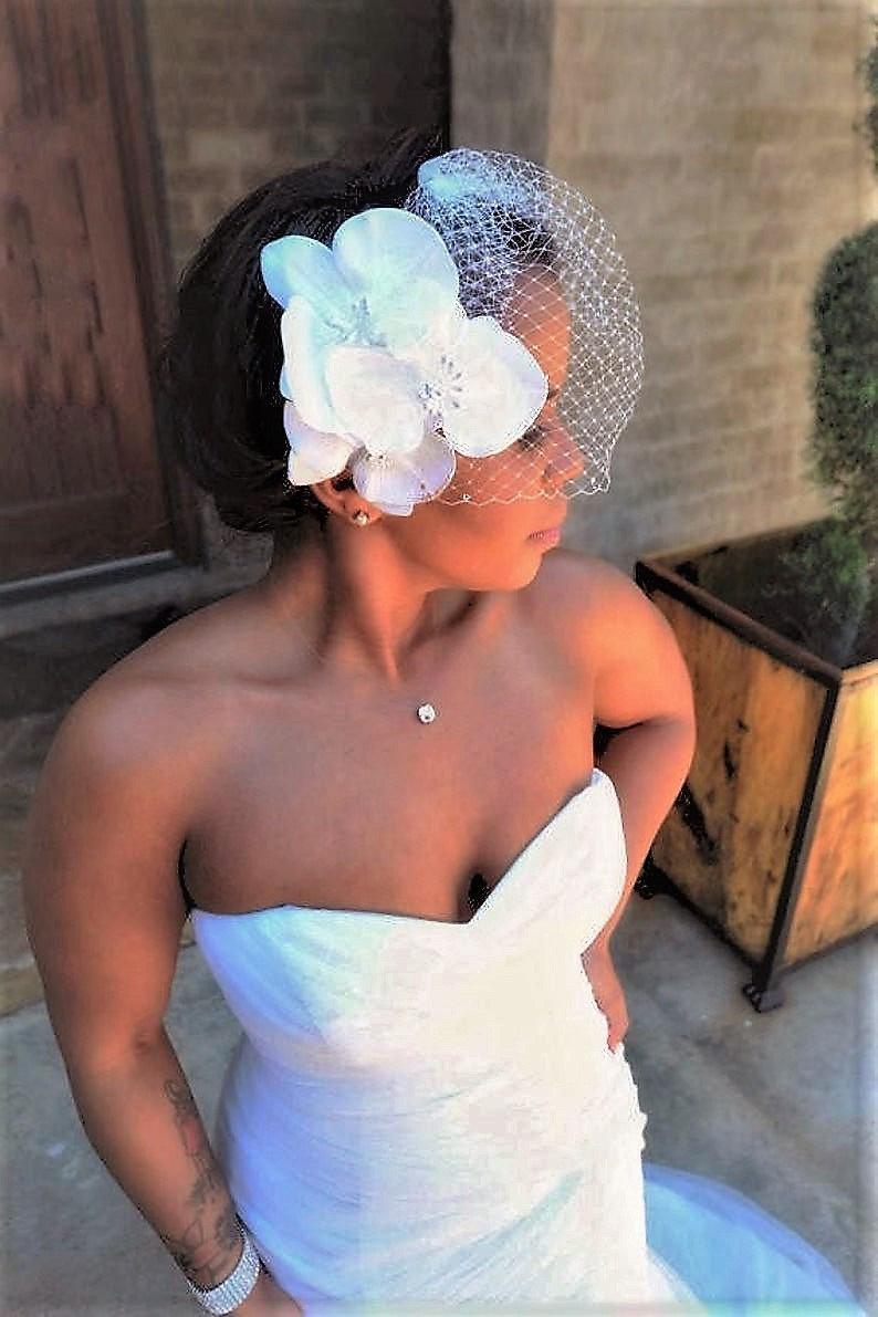 Свадьба - Wedding Veil, Tropical silk orchids, birdcage veil, Custom bridal hair clip, Hawaiian hair flower, Fascinator, Beach, wedding headpiece