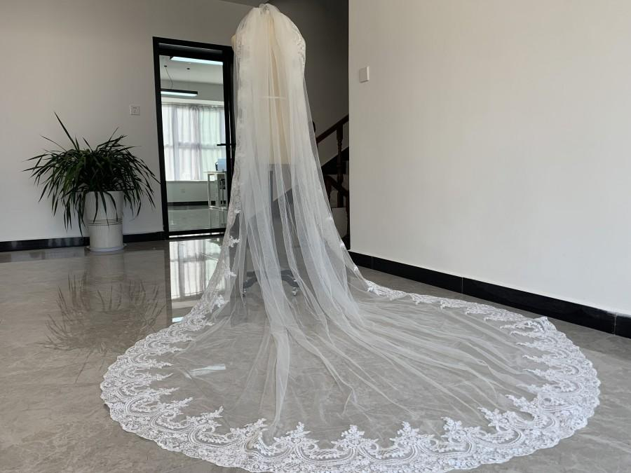 Свадьба - Single Layer Tulle Wedding Veil Cathedral Length Veil Full Edge Lace Decoration Bridal Veil With Comb Wedding Dress Accessories