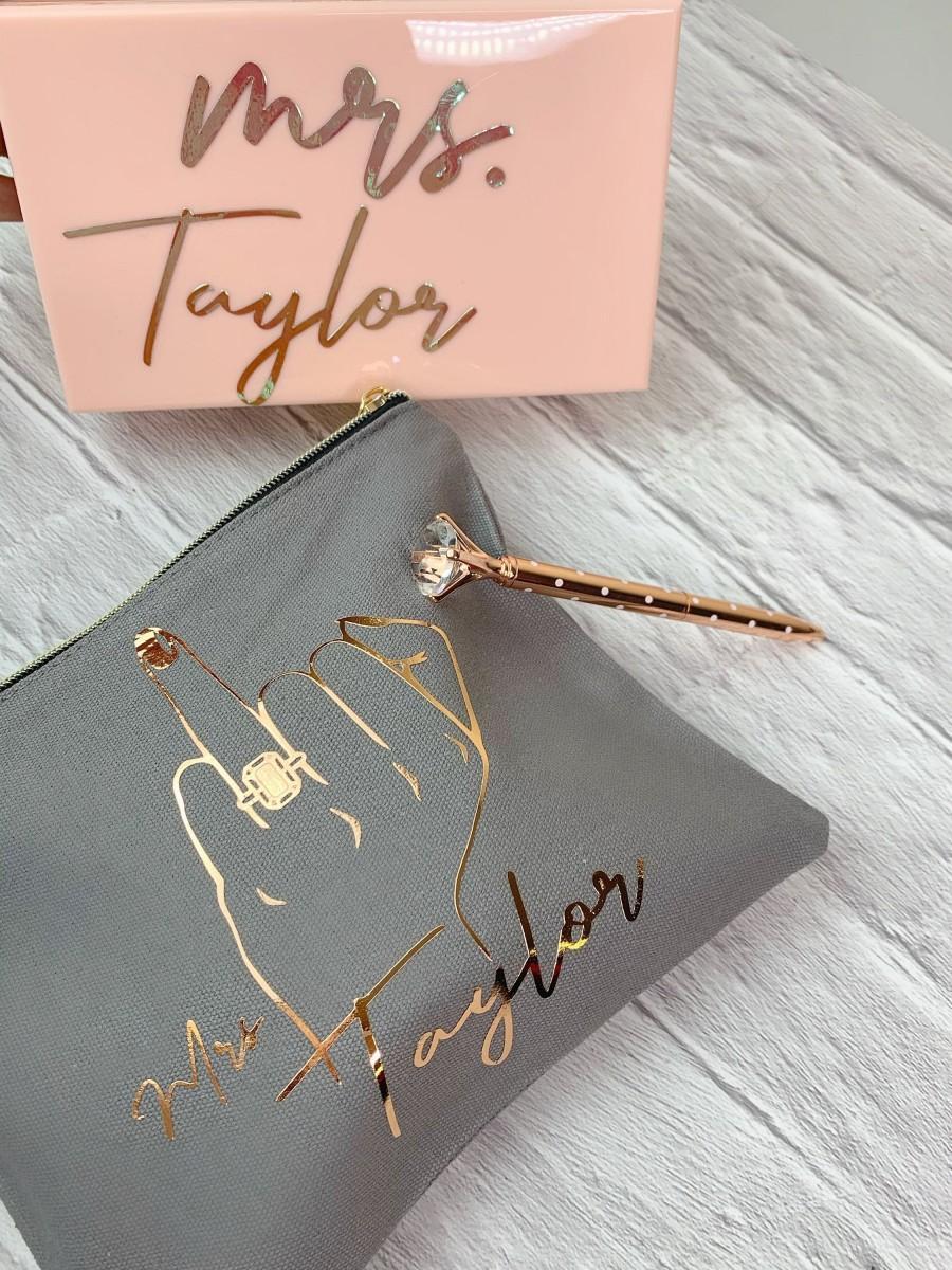 Mariage - Bridal Gift, Gift For Bride, Engagement Gift, Wedding Makeup bag, Gift For Mrs., Rose Gold Makeup Bag, Makeup bag, Personalized Wedding Bag