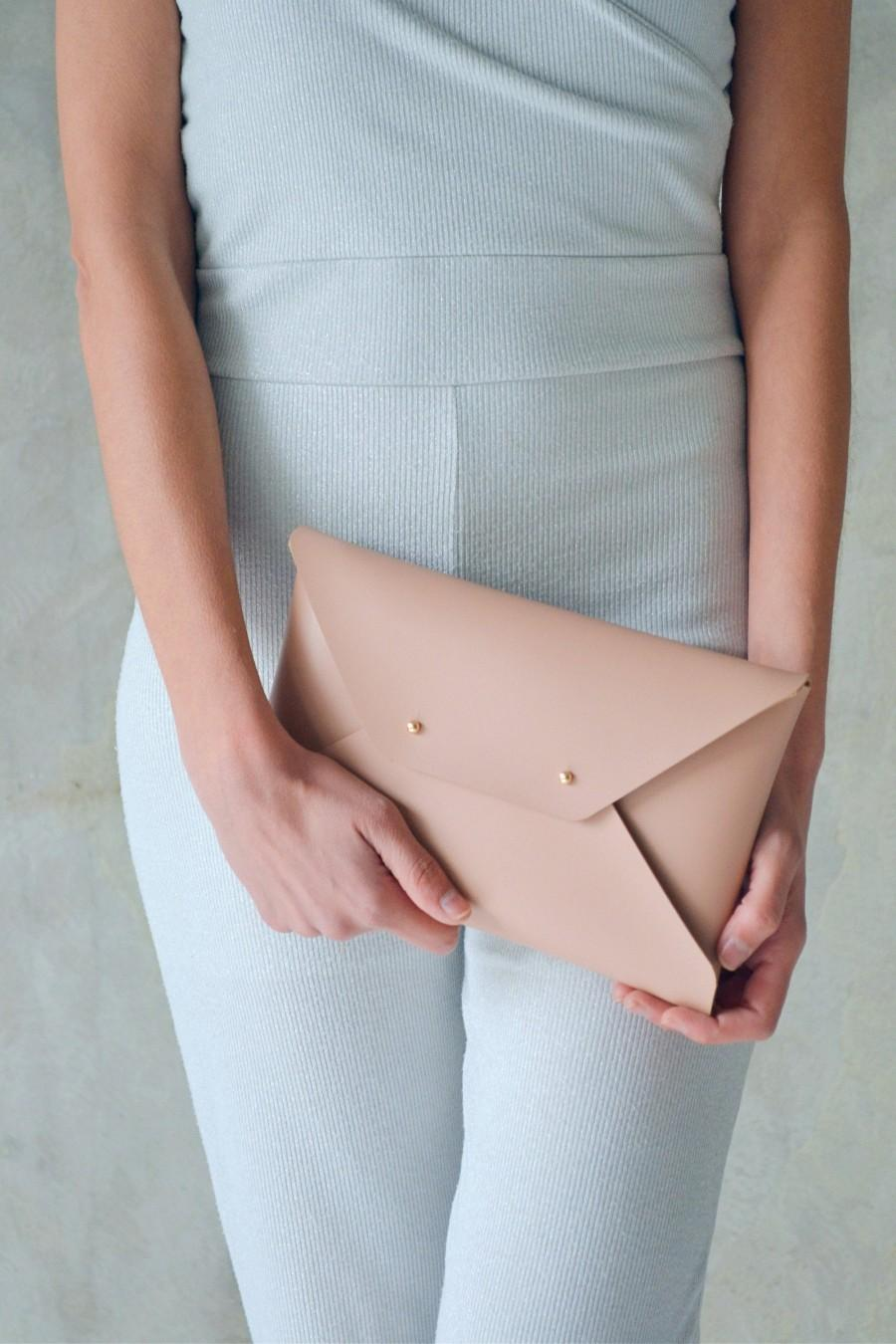 Свадьба - Nude leather clutch bag / Nude envelope clutch / Leather bag available with wrist strap / Wedding clutch / Bridesmaid gift / MEDIUM SIZE