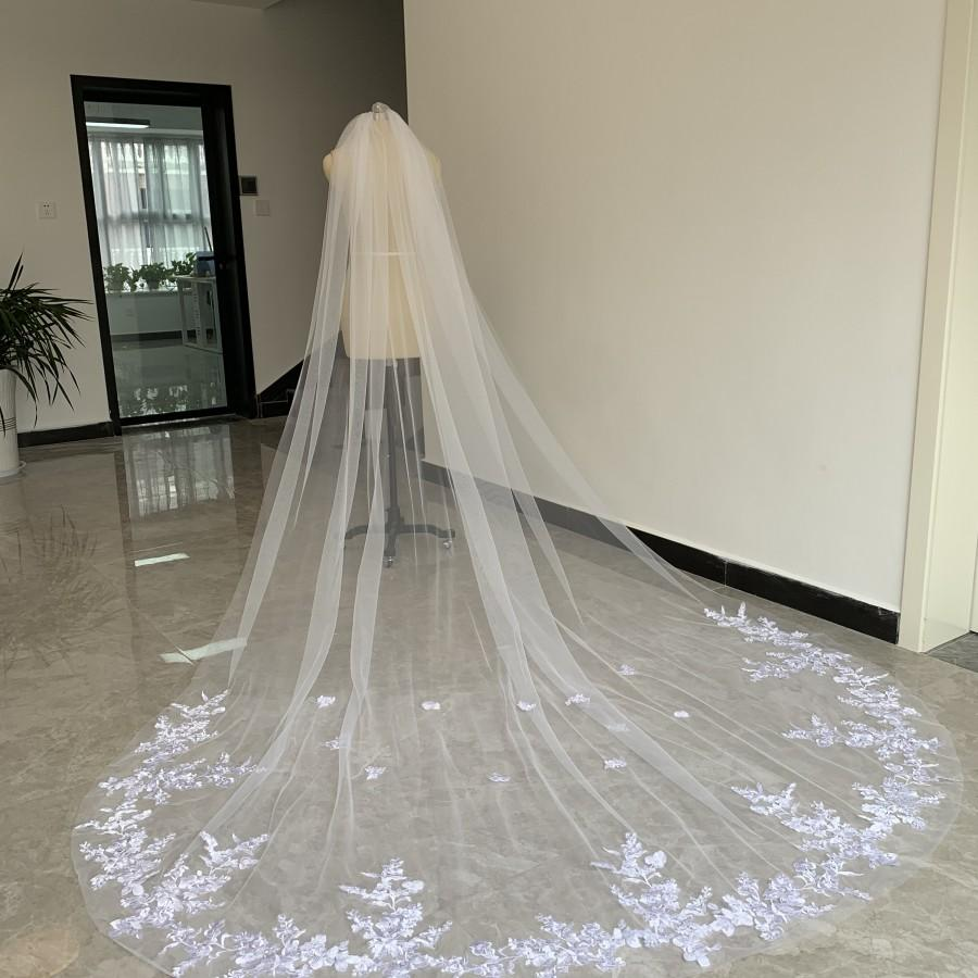 Mariage - Gorgeous Bridal Wedding Veil Cathedral length Tulle Lace Applique Edge White Or Ivory One Layer Veil With Comb