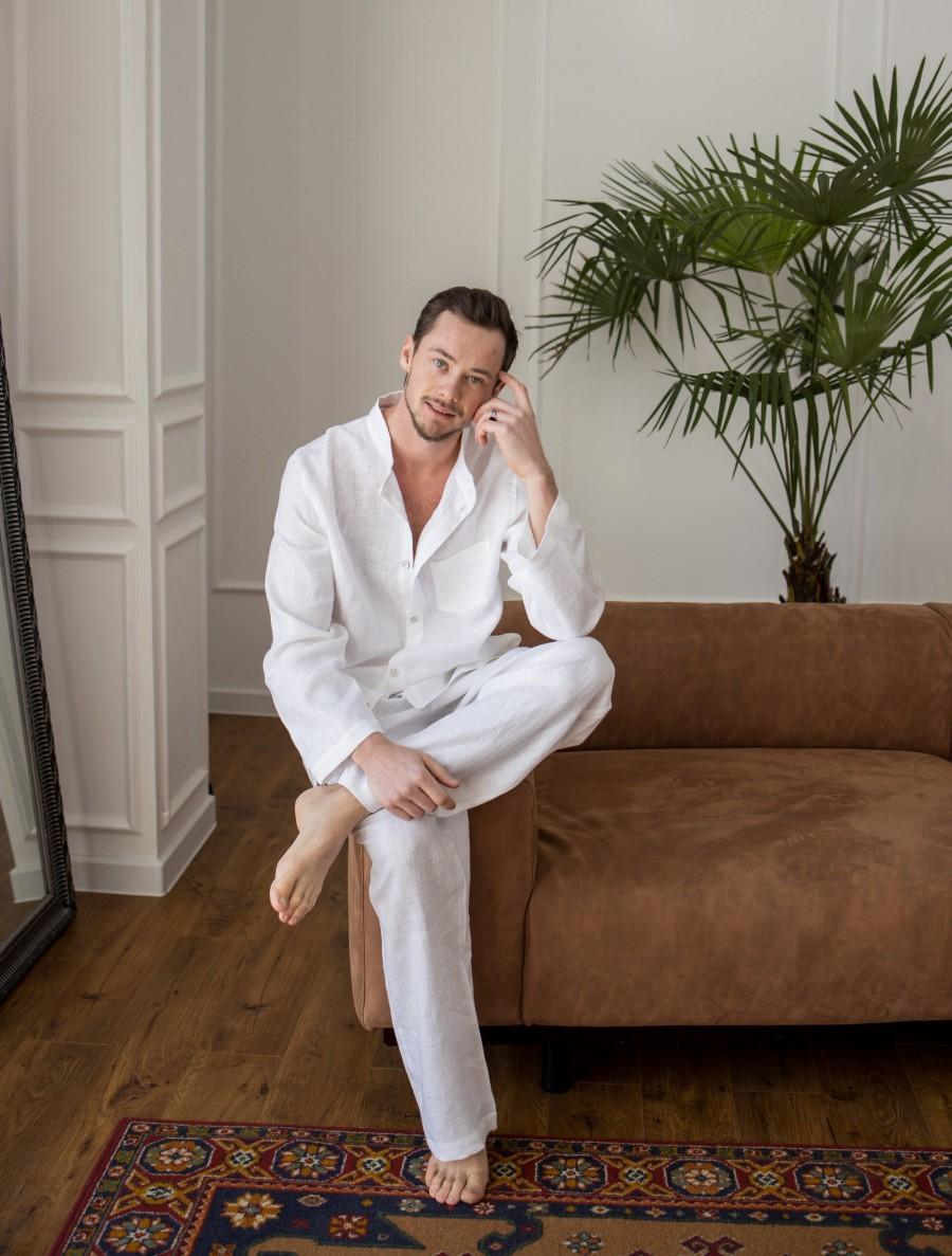 Свадьба - White linen pants and shirt Mens linen pajama set Pre wedding men costume from linen Summer beach linen button down shirt Groom linen set