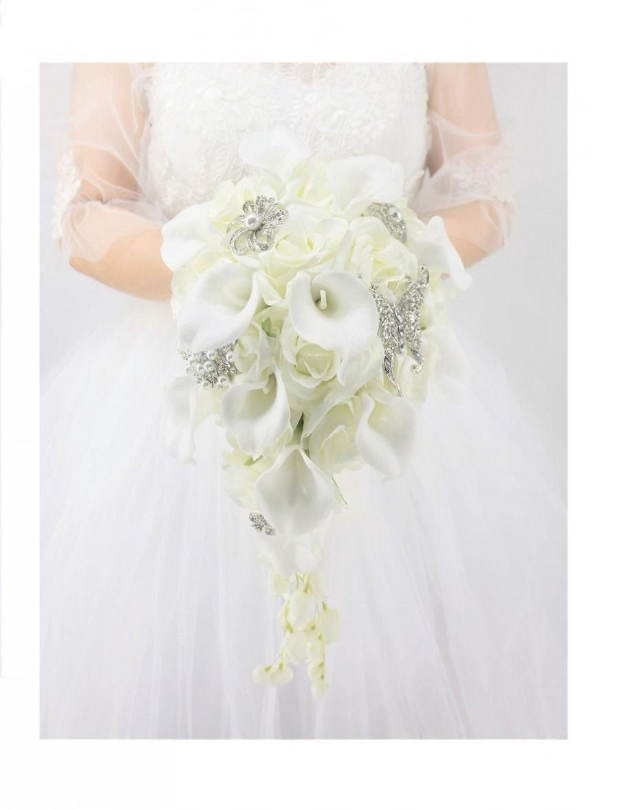 Mariage - Cascade Wedding Bridal bouquet, White Calla Lily and  Rose plus Luxury Brooch-Waterfall Flower with Pearls Crystal Rhinestone Jewelry Décor
