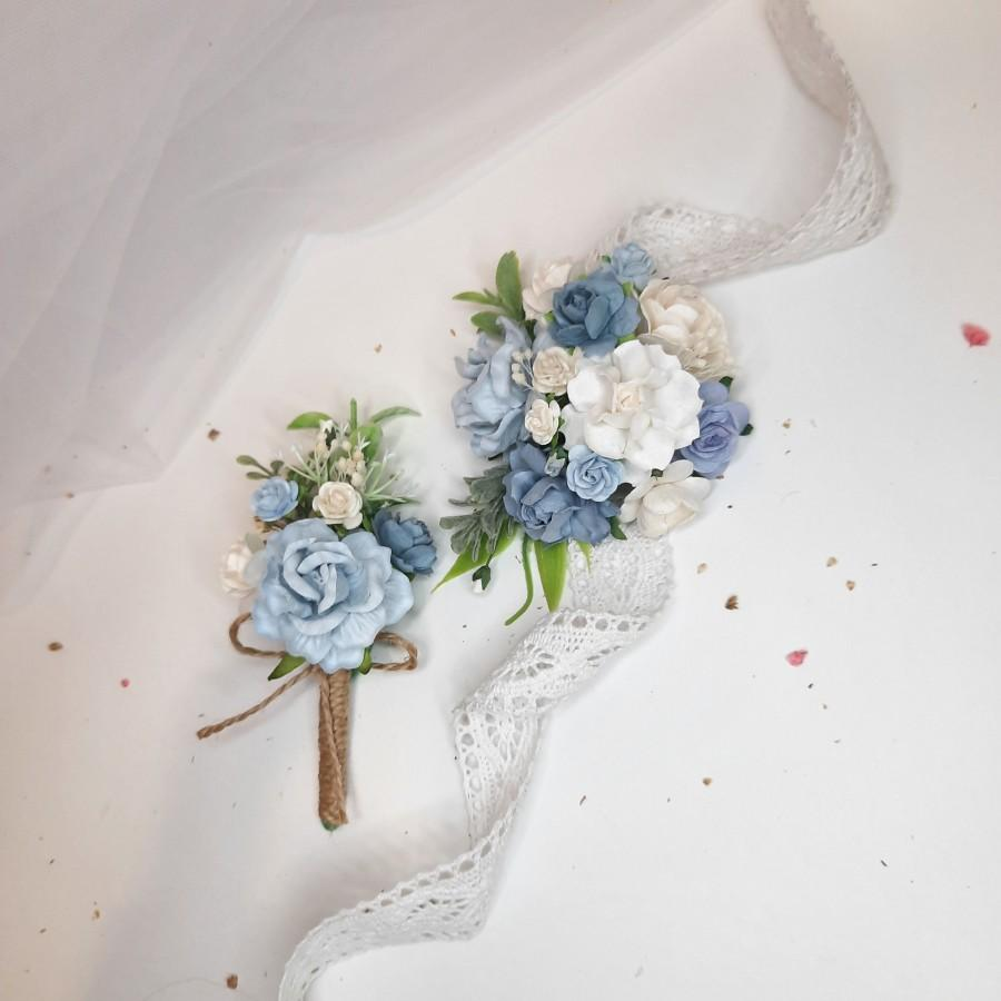 Mariage - Corsage and boutonniere set, Boutonnieres for men, Dusty blue wrist corsages, Groom's boutonnieres, Wedding flower bracelet