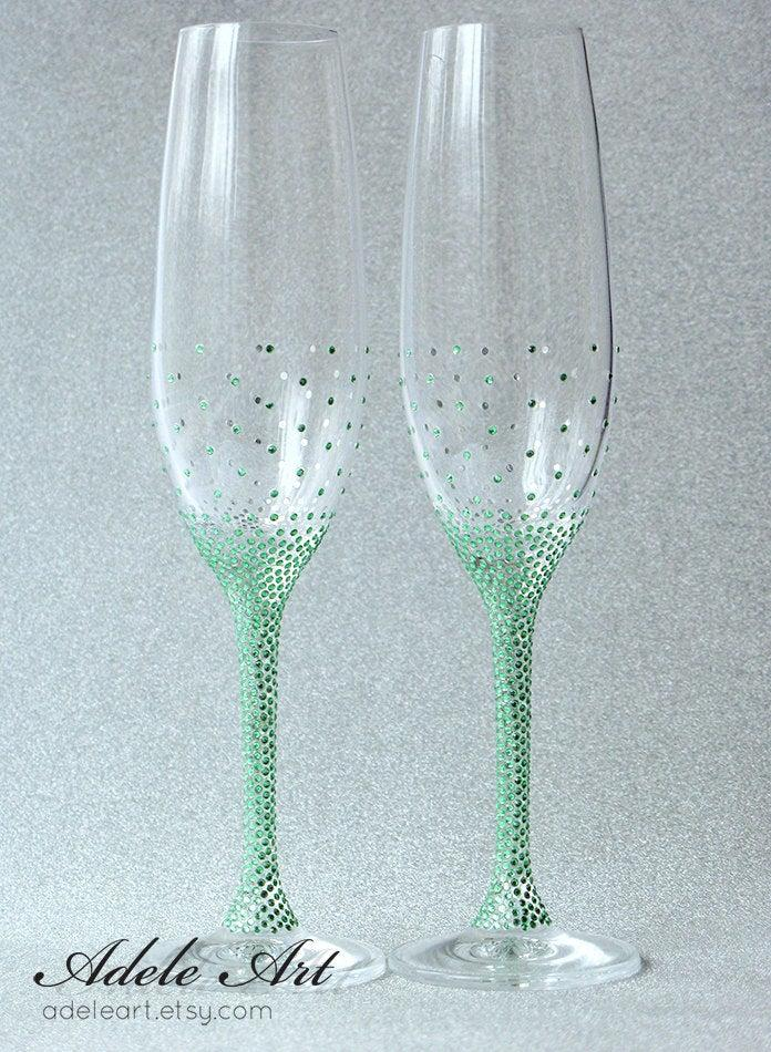 Свадьба - Green rginestones Pesronalized Champagne Wedding Flutes, Set of 2, Wedding glasses, toasting flutes personalized, Swarovski Crystals