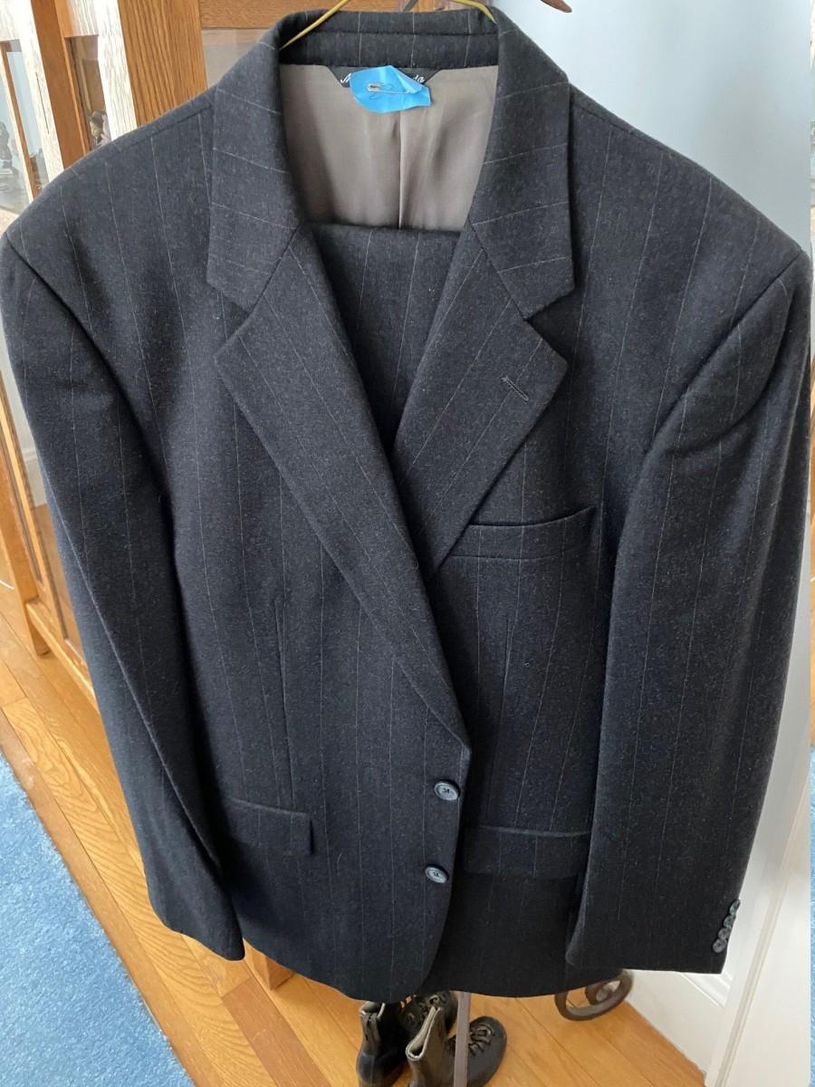 Hochzeit - Men's chalk stripe suit/ 43L-35/32pants